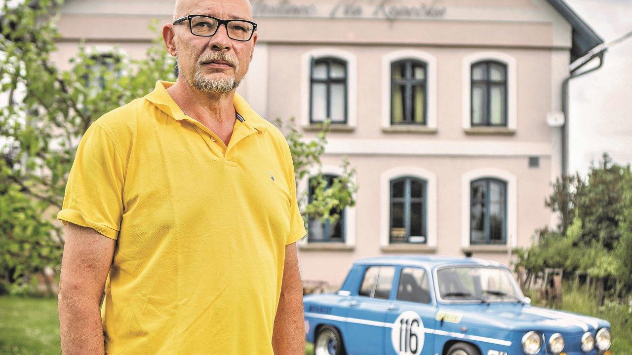 Jiří Kaňák usvéhopenzionu aRenaultu R8