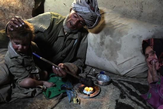 Afghánci, kteří opiu zaprodali celý život.