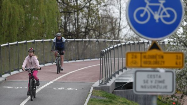Dosud z�ejm� nejdra��� cyklostezkav zemi vyrostla v Praze-Vyso�anech.