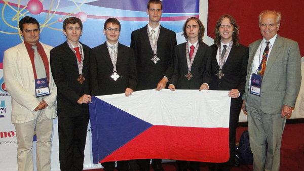 Česká fyzikální reprezentace na 42. MFO v Thajském království roku 2011