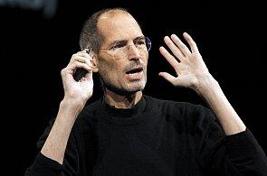 Steve Jobs během několika let změnil svět hudby, telekomunikací i počítačů