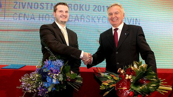 Zleva: David Vlk, živnostník roku 201, Ladislav Steinhauser, firma roku 2011