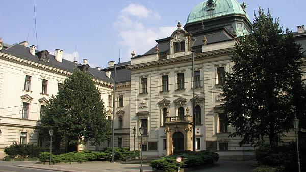 Vláda schválila novelu týkající se soudnictví i novelu měnící opatrovnictví