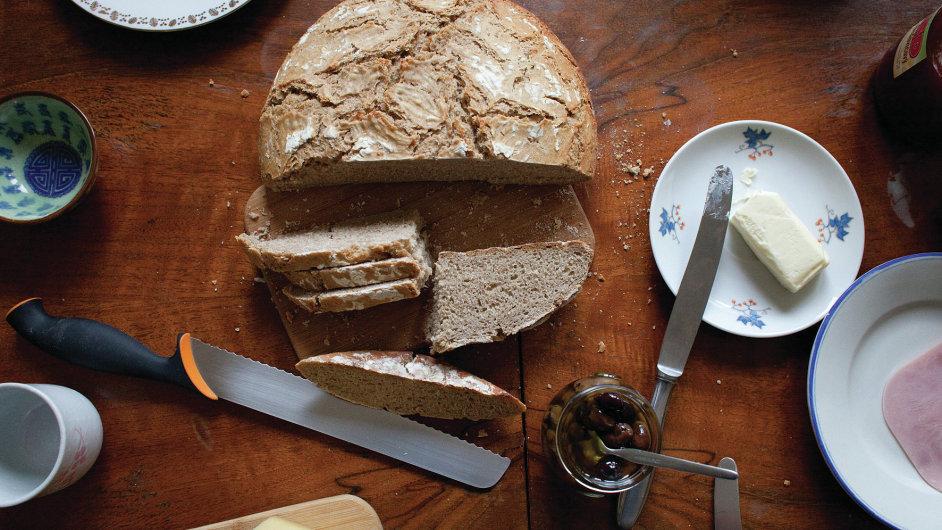 Až 15 procent českých domácností peče alespoň jednou za měsíc svůj vlastní chleba. Kváskový mezi nimi patří do nejvyšší ligy.