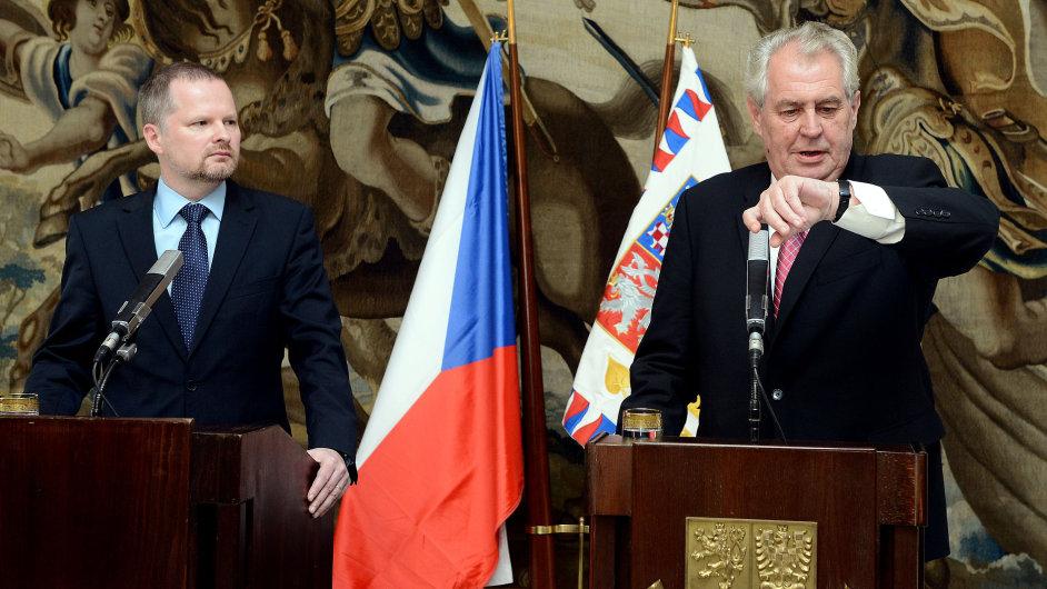 Prezident Miloš Zeman a  ministr školství Petr Fiala (vlevo)