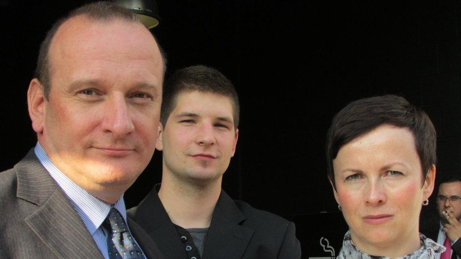 Vítězové v Bruselu: Vladimír Zábranský z První Chodské, Lukáš Kralovič a výkonná ředitelka Accenture Alena Sochorová
