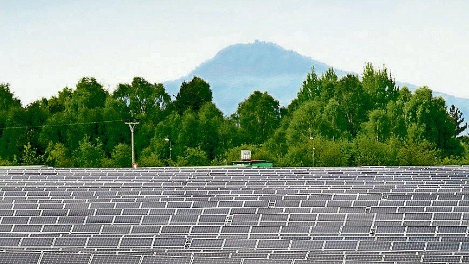 Pole s fotovoltaikou