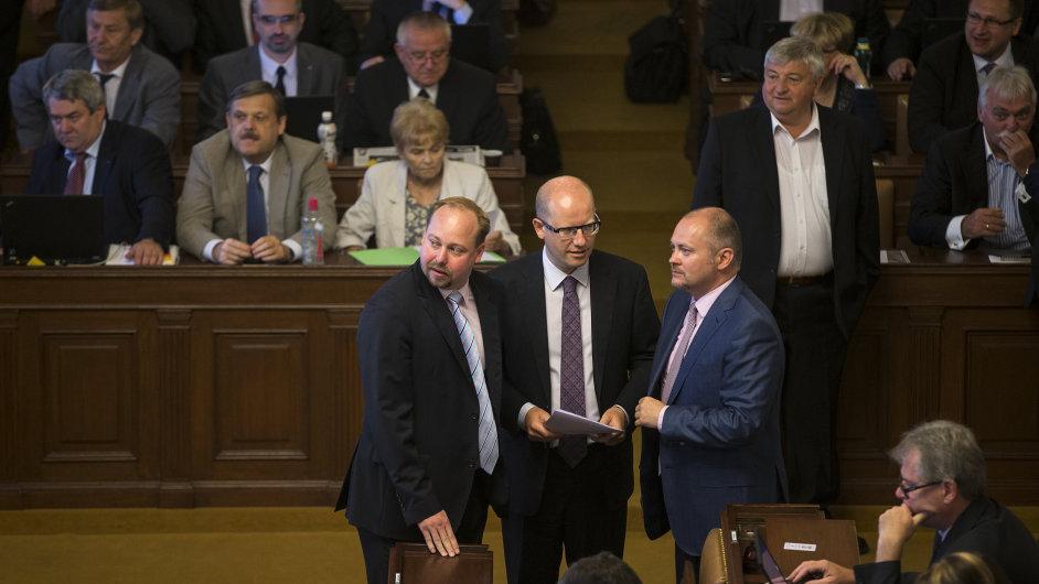 Jeroným Tejc, Bohuslav Sobotka a Michal Hašek ve sněmovně