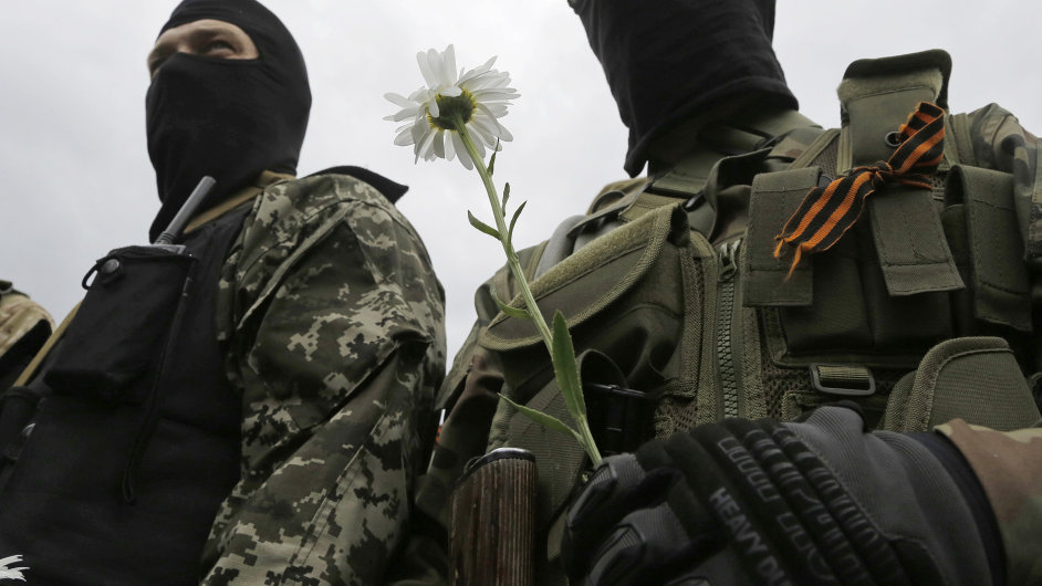 """Ozbrojenci právě přísahali věrnost nelegální """"Doněcké lidové republice"""" (ilustrační obrázek)"""