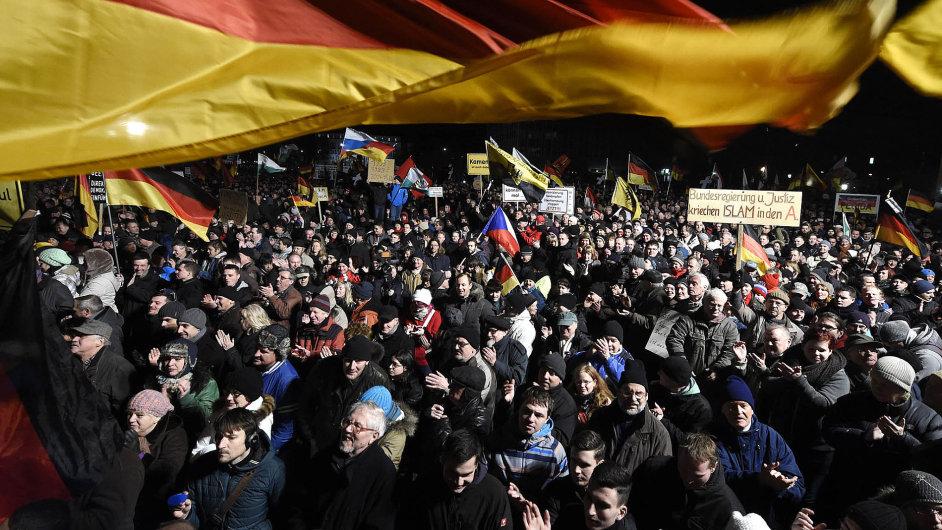 Demonstrace hnutí Pegida v Drážďanech