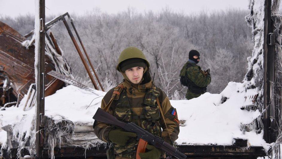 Proruští separatisté blízko letiště v Doněcku.
