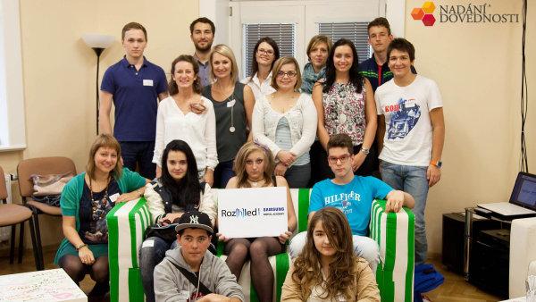 Mlad� lid� z d�tsk�ch domov� a p�stounsk� p��e se je�t� t�den mohou hl�sit do dal��ho ro�n�ku projektu Roz(h)led, kter� podporuje Samsung Electronics.