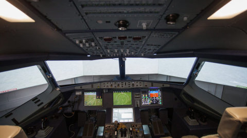 EKG_a_spion_pohybu_oci._Testy_pilotu_dopravnich_letadel
