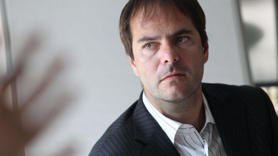 Jiří Šmejc (na snímku) prodá Petru Kellnerovi dvouprocentní podíl v Home Creditu a Air Bank.
