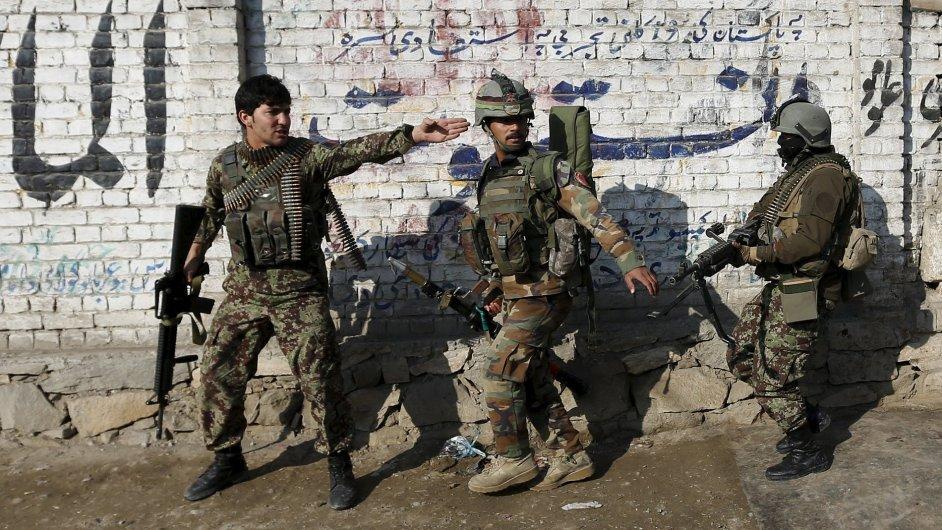 Afghánské ozbrojené složky během zásahu v provincii Nangarhár.