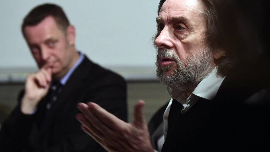 Kurátor Richard Drury a bývalý slovenský ministr kultury Ladislav Snopko (vpravo) na středeční tiskové konferenci GASK.