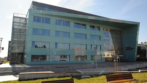 Nov� budova Fakulty elektrotechniky a informatiky V�B v Ostrav�.