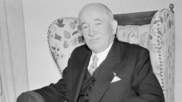 Nasnímku z8. června 1948 je Edvard Beneš den poté, co abdikoval nafunkci prezidenta. Snímek byl pořízen ve vile vSezimově Ústí, kde Beneš tři měsíce nato zemřel.