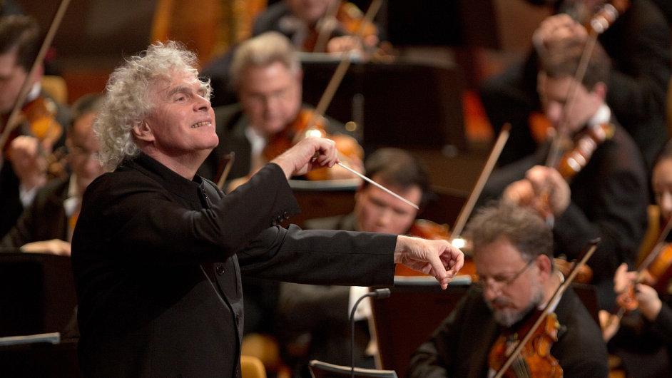 Berlínské filharmoniky bude také na Silvestra dirigovat sir Simon Rattle.