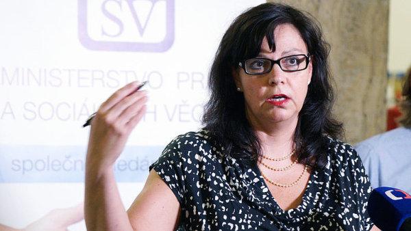 Vláda schválila s výhradou návrh ministryně Marksové o placeném ošetřovatelském volnu.