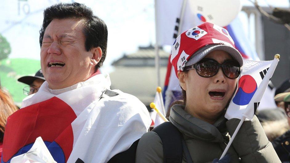 Demonstrace na podporu sesazené korejské prezidentky.