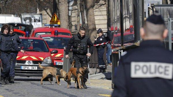 Policie vyšetřuje výbuch dopisové bomby v kancelářích Mezinárodního měnového fondu.