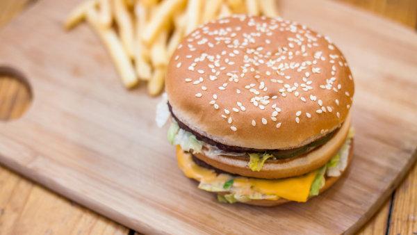 Hamburger u McDonald's - Ilustrační foto.