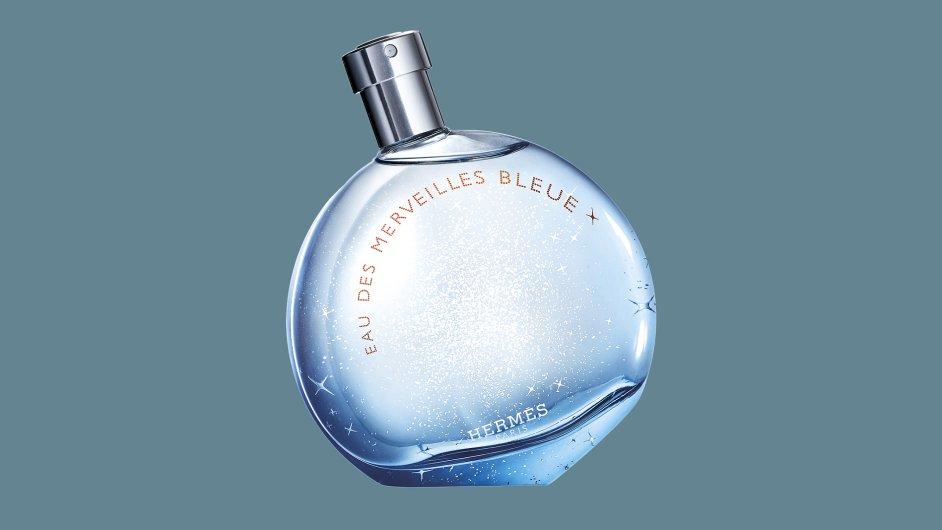 Eau des Merveilles Bleue voní po dřevinách, minerálech, pačuli a mořské vodě.