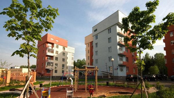 Podle ředitele společnosti Bidli Romana Weisera jde snížení zájmu o hypotéky ruku v ruce se sníženým zájmem o nemovitosti. Jev je prý každoročně spojený s vlnou letních dovolených. - Ilustrační foto