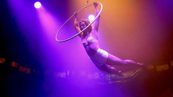 Koncepce mimo jiné nastiňuje, jak má Praha přistupovat k umění typu nového cirkusu. Ilustrační snímek pochází z loňského ročníku festivalu Letní Letná.