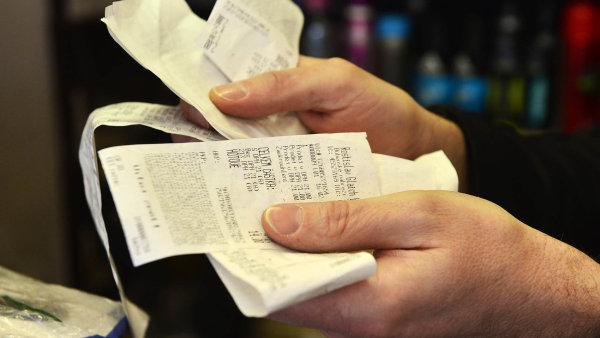 Česká snaha motivovat výherní loterií zákazníky, aby vyžadovali při nákupech účtenky, není ve světě ojedinělá. Účtenkové loterie zkoušejí hlavně ve východoevropských zemích a na Balkáně.