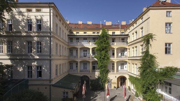 Zeitgeist Asset Management rozšířila své portfolio nájemních domů budovy vulici Karolíny Světlé vcentru hned vedle nejstarší pražské románské rotundy Nalezení sv. Kříže.