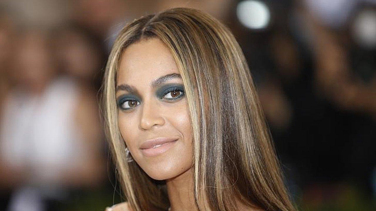 Zpěvačka Beyoncé (na snímku) již s Adele soupeřila letos na jaře na cenách Grammy, kde uspěla právě britská rodačka.