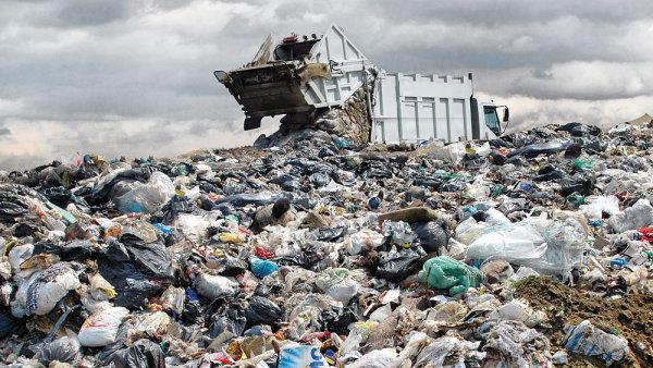 Recyklace byla zdokumentovaná pouze u 20 procent celkového objemu a zbytek odpadu zřejmě putoval na skládky nebo byl recyklován méně dokonalým způsobem.