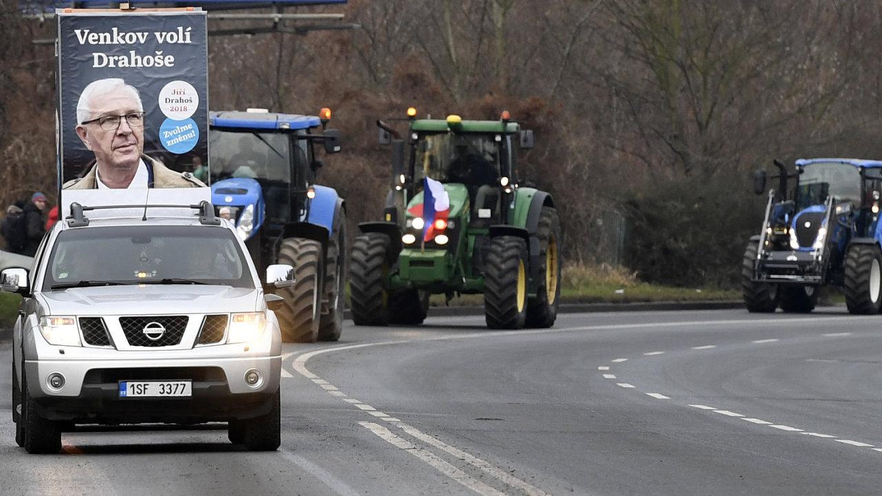 Asociace soukromého zemědělství ČR poskytla 25. ledna prezidentskému kandidátu Jiřímu Drahošovi symbolický čestný doprovod ve formě kolony několika desítek traktorů a doprovodila ho z jeho bydliště v
