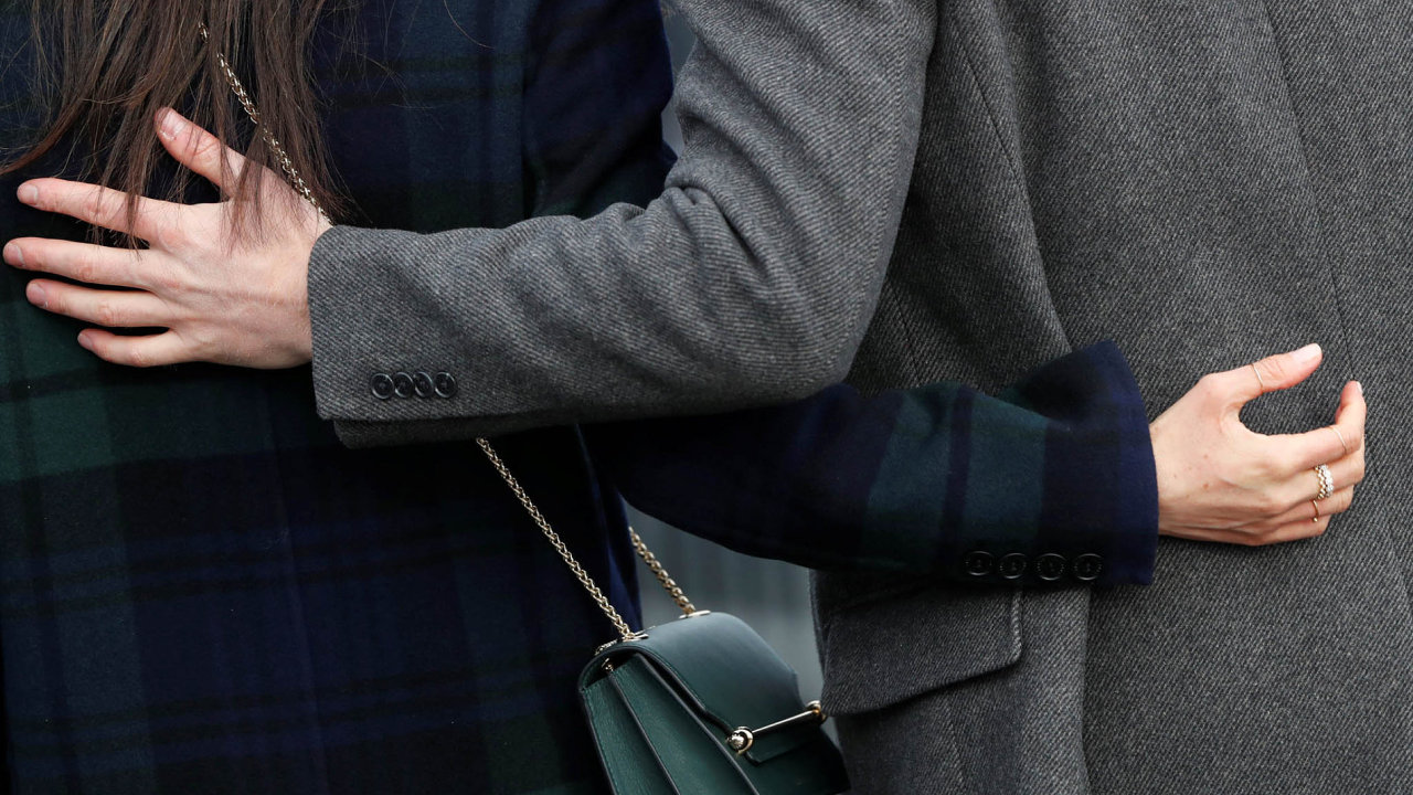 Britského prince Harryho sjeho snoubenkou, americkou herečkou Meghan Markleovou.