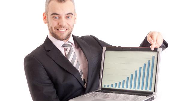 Přenesení kompetencí na manažera vlastníkovi umožní soustředit se na strategický rozvoj podniku. Majitel tak získá čas setkávat se s obchodními partnery.