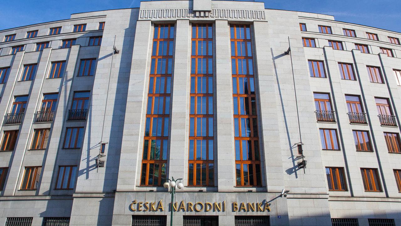 Právě před týdnem ČNB zvýšila svou základní sazbu, od které se odvíjejí úroky na vkladech a úvěrech, na jedno procento.