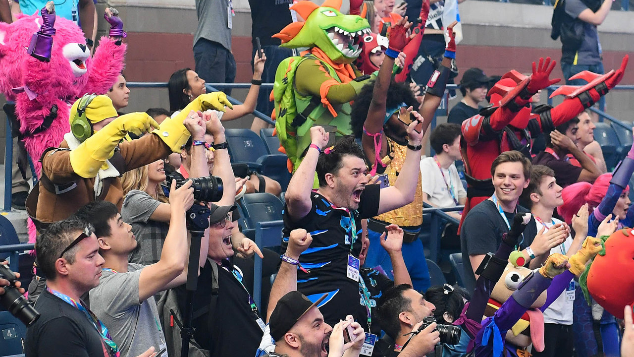 Světovému finále turnaje ve hře Fortnite přihlíželo v New Yorku 16 tisíc diváků.