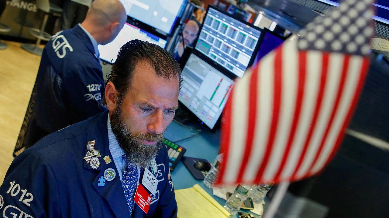 Investoři do podílových fondů letos těží i z letošního slušného výkonu akcií. Například ty americké (snímek je z burzy NYSE) jsou oproti závěru loňského roku vzrostly zhruba o pětinu.