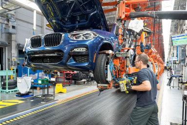 BMW chce propouštěním ušetřit peníze na vývoj elektrifikovaných modelů a jejich uvedení na trh. Ilustrační foto.
