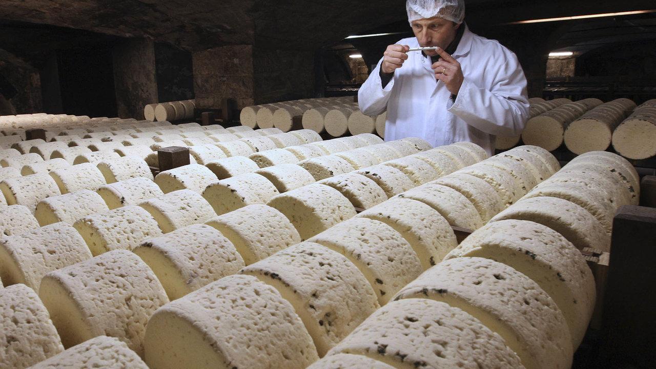 Americká vláda oznámila, že by mohla uvalit ažstoprocentní dodatečná cla nafrancouzské zboží oobjemu 2,4 miliardydolarů (zhruba 55 miliardkorun). Podražit by tak mohl například vývoz francouzského šumivého vína, ...