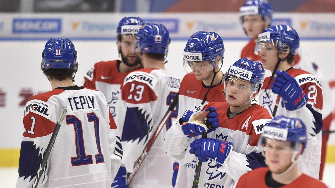Zklamání. Čeští mladíci nadomácím mistrovství světa do20 let vyhořeli, vyhráli jediný zpěti zápasů askončili sedmí.