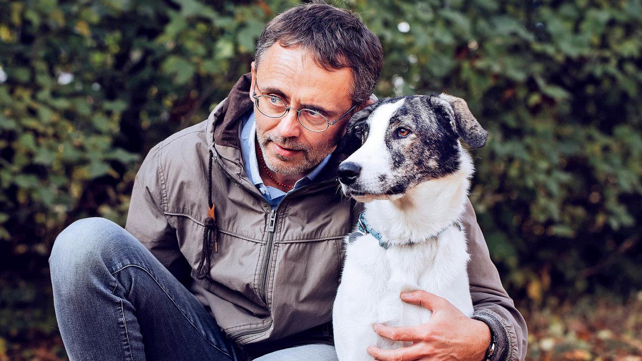 Vědec, profesor Veterinární afarmaceutické univerzity Brno aředitel organizace Veterináři bez hranic David Modrý.