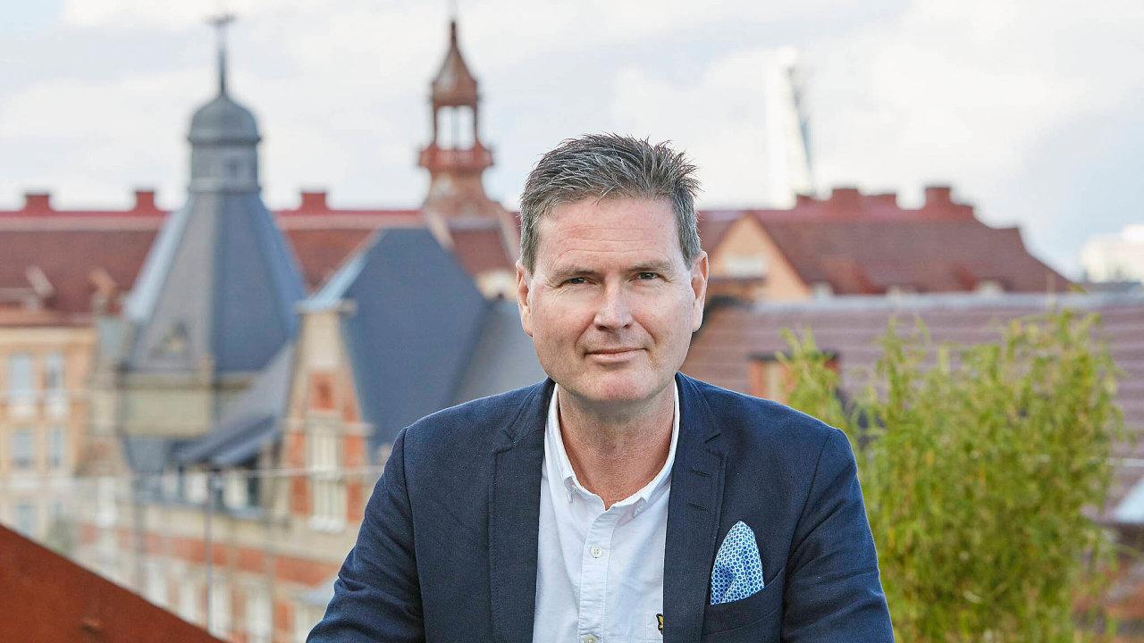 Patrik Hall: Prezident avýkonný ředitel Heimstadenu vede firmu podnikající všesti zemích Evropy včetně Česka. Vesvé současné pozici je odroku 2003, vefirmě pracuje odva roky déle.