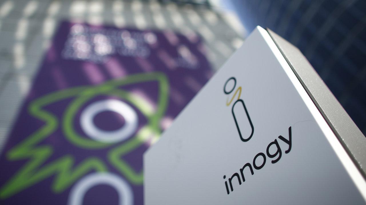 Energetická společnost ČEZ se snaží najít způsob, jak získat 1,1 milionu zákazníků splynem odsvého konkurenta innogy. Ten je naprodej, polostátní firma ale nebyla připuštěna dovýběrového řízení.