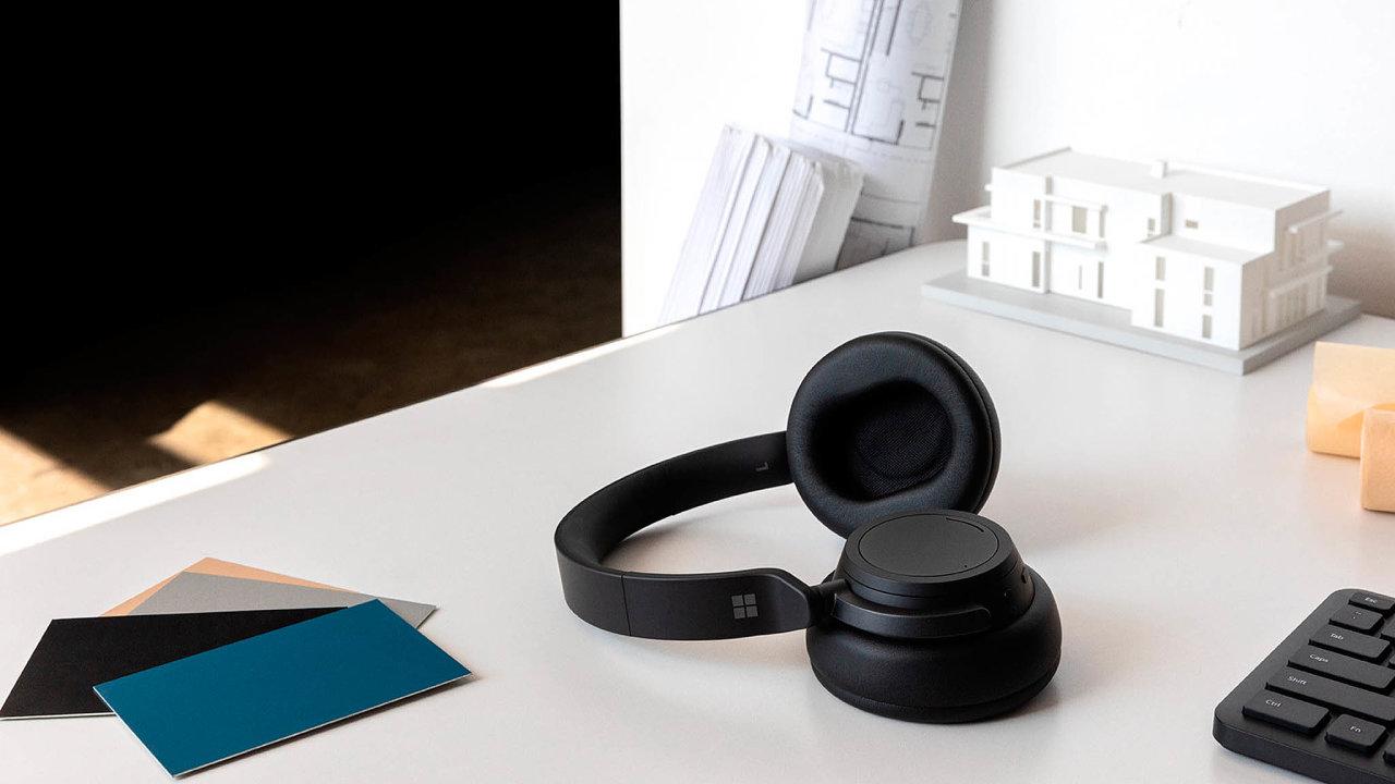 Zakruť si sluchátkem. Bezdrátová sluchátka odMicrosoftu používají