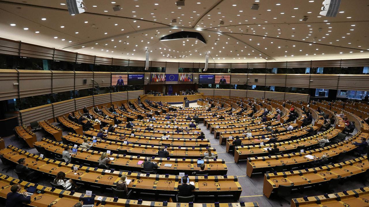 Francouzský prezident se tvrdě opřel doobhajoby štrasburského sídla europarlamentu.