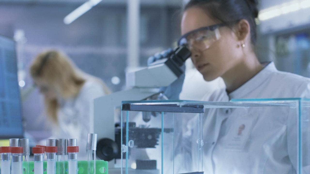 Vývoj české vakcíny proti koronaviru se dostal až k úspěšným testům na myších. Dál pokračovat nebude.