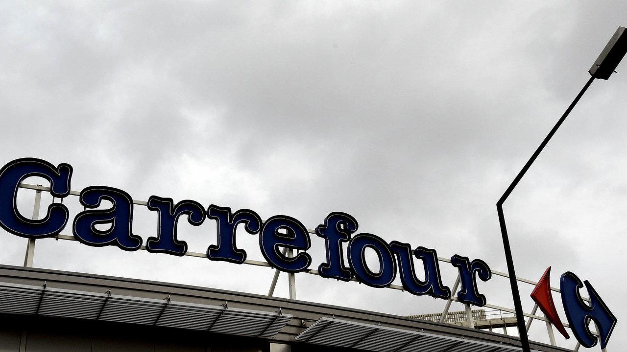 Řetězec Carrefour má pod kontrolou má zhruba pětinu francouzského trhu spotravinami. Plány na jeho prodej do zahraničních rukou se proto vládě v Paříži vůbec nezamlouvaly.